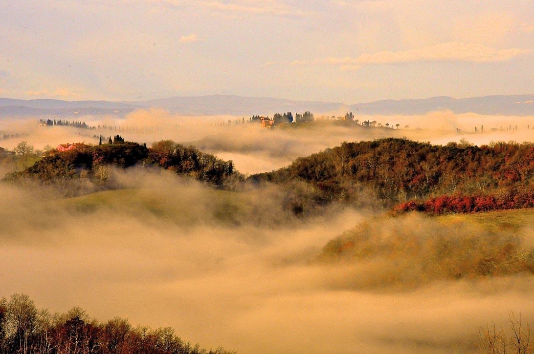 Al ritorno dalla tracciatura, la nebbia del mattino va diradandosi