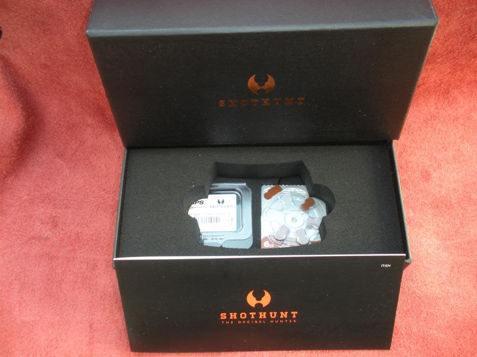 Shothunt - All'interno del bauletto c'è spazio per il contenitore di pile in modo da non restare mai in condizioni critiche