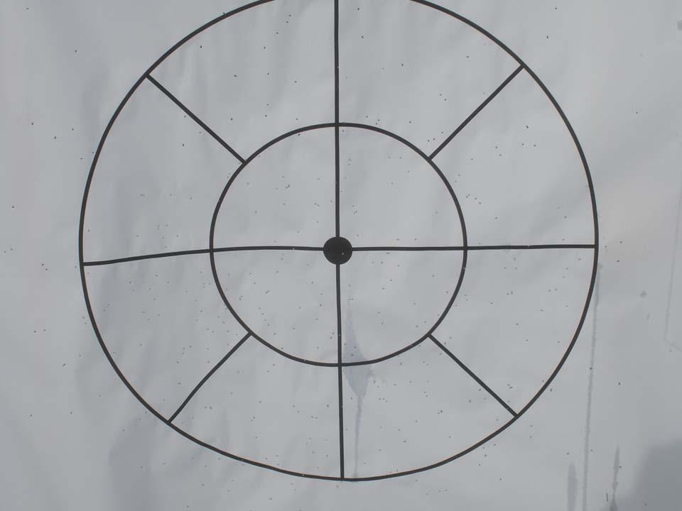 Uno dei bersagli classici con cerchio esterno da 70 cm e tondo interno da 35 cm impegnati a 25 di distanza con la cartuccia Fiocchi Magnum Performance dotata di Pb del 7 in ragione di 33 g: lo strozzatore è il * * * * (quattro stelle): superfluo ogni commento