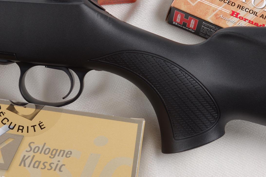 La decisa arcuatura della pistola e la sezione scampanata verso la coccia consentono una salda presa anche a chi ha mani piccole