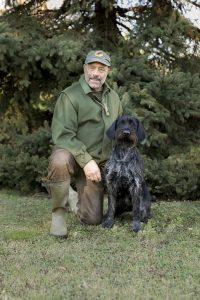 La femmina Quenthar IV^ del Zeffiro, prima in classifica all'Hegewald 2017, insieme al suo allevatore Zeffiro Gallo. Mostrando un alto livello di qualità naturali si è imposta sui duecento cani in campo con 241 punti.