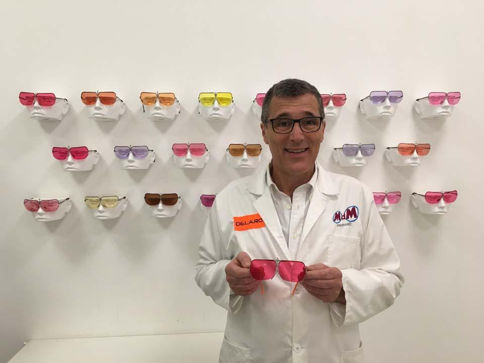 Toni De Maria con i suoi rivoluzionari occhiali.