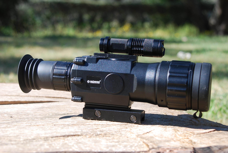 KONUSPRO-NV 3-8X50 | Questa ottica da battuta altamente professionale, è un'ottica da mira notturna digitale, che sicuramente si distinguerà tra le ottiche per carabine.