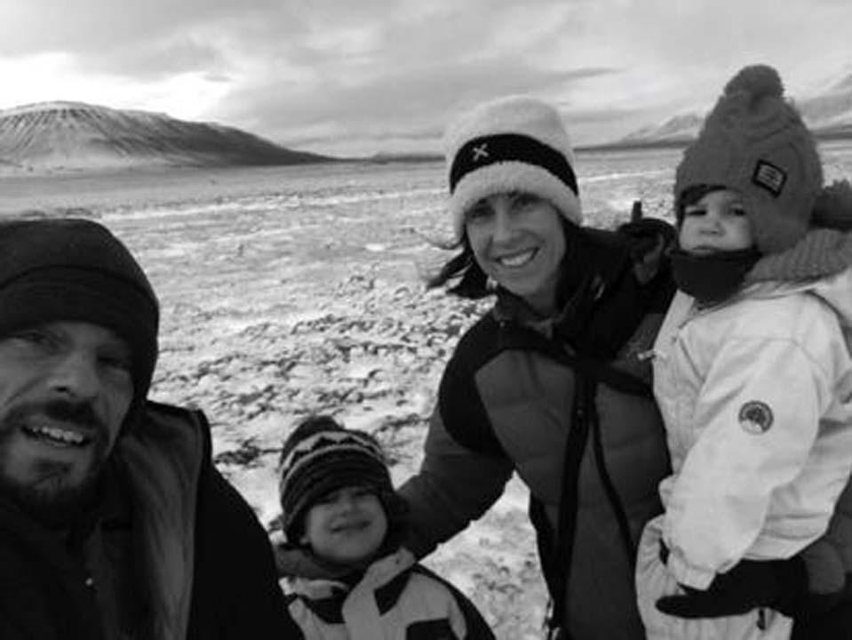 Stefano Unterthner con la sua famiglia tra i ghiacci dell'Artico