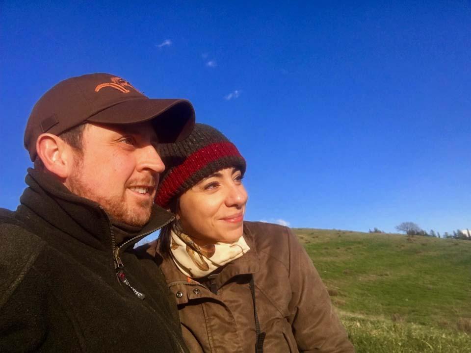 L'autore e il suo compagno con cui condivide la passione per la caccia