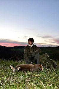 Si rende onore alla femmina di capriolo prelevata con un perfetto tiro a 270 metri