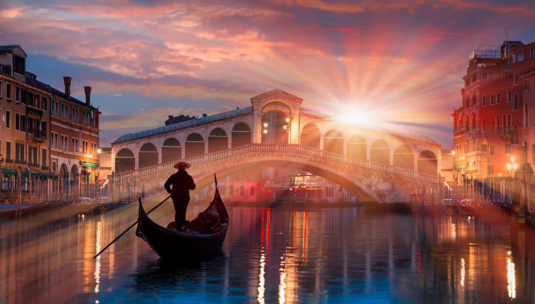 ponte di rialto - Venice Italy
